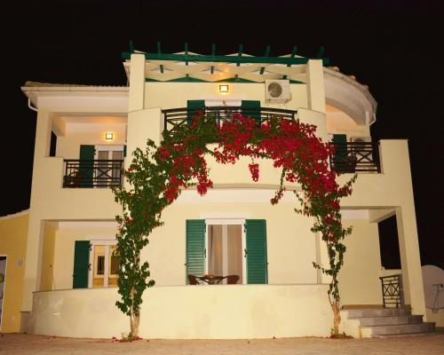 Louloutos Villa, Romírion