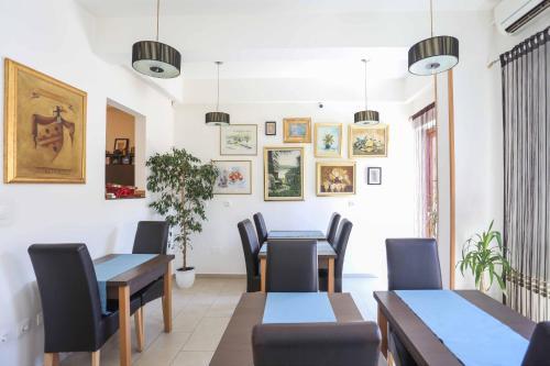 Hotel divan book online bed breakfast europe for Divan zenica
