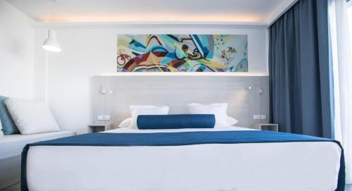 Surfing Dreams Suite (3 Adults)