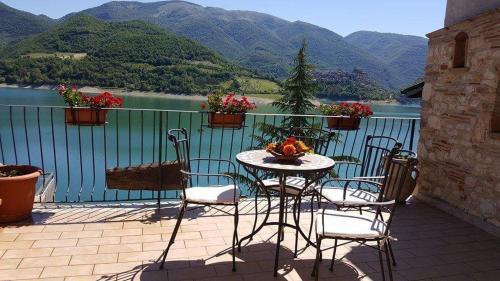 B b la casetta sul lago online buchen bed breakfast for Casetta sul lago