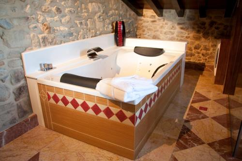 Suite with Spa Access Posada La Torre de los Isla & Spa 2