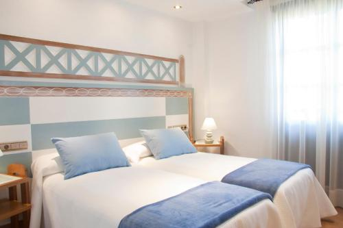 Double or Twin Room with Spa Access Posada La Torre de los Isla & Spa 4