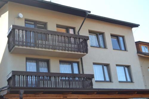 Apartments 486