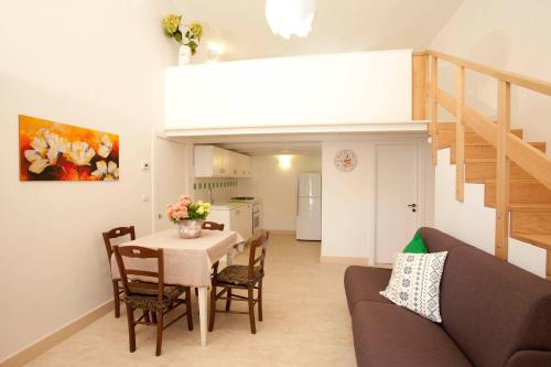 复式一卧室公寓(4名成人) (One-Bedroom Apartment with Split Level (4 Adults))