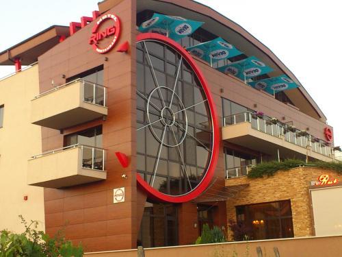 Family Hotel Ring