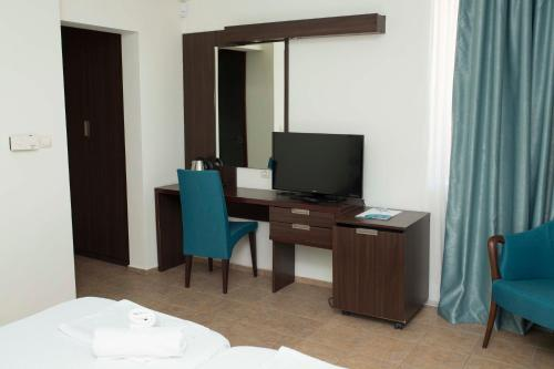 Superior Double Room with Balcony and City View - Ground Floor