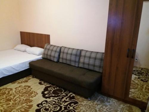 1 - комнатная Фараон, Shymkent