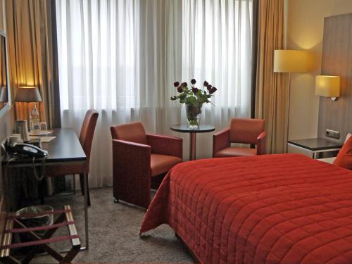 City Hotel impression