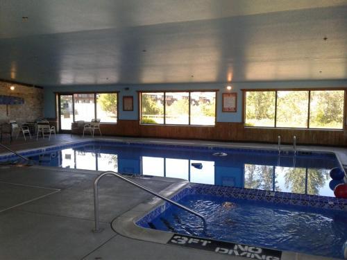 Property Image 8 Oscoda Lakeside Hotel