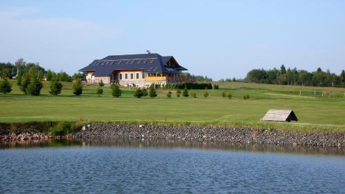 Hotel Kru�nohorsk� Dvur