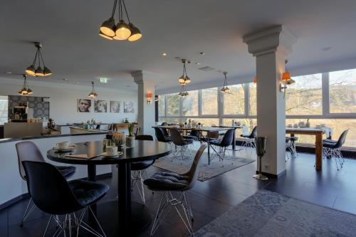 fourside plaza hotel trier trier rhineland palatinate rentals and resorts. Black Bedroom Furniture Sets. Home Design Ideas
