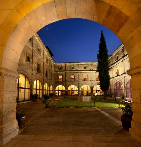 Double Room with King Size Bed - Free Parking Hotel Real Colegiata San Isidoro 3