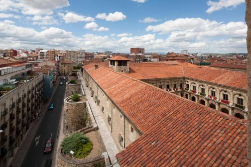 Double Room with King Size Bed - Free Parking Hotel Real Colegiata San Isidoro 4