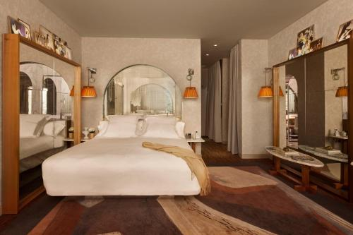 Signature Suite with King Bed with City View