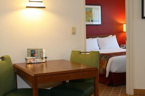 Lakeview Signature Inn - Calgary