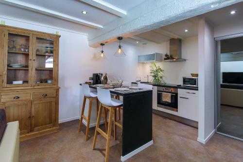 suites residences spa location saisonni re 27 rue kleber 68000 colmar adresse horaire. Black Bedroom Furniture Sets. Home Design Ideas
