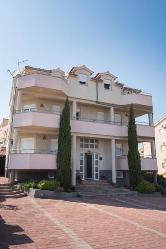 Apartments Lovas