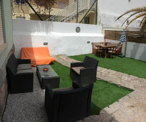 Carcavelos' house by the sea - up to 10 with BBQ & WiFi