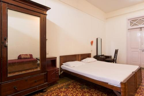 Bed and Breakfast at Colaba