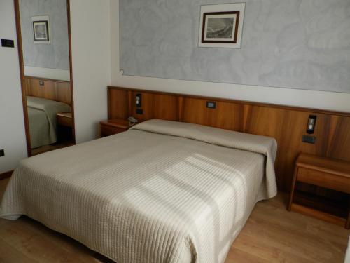 Continental Hotel Camera Matrimoniale/Doppia con Letti Singoli e con Vista Lago