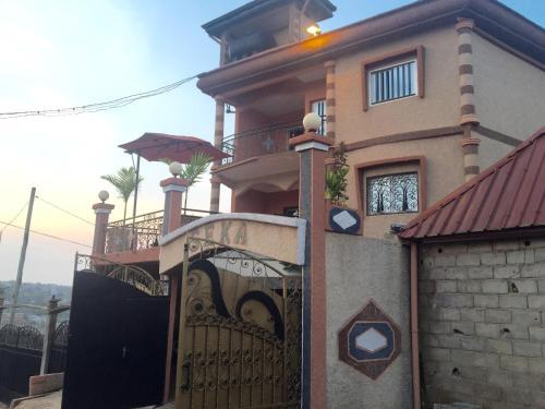 Immeuble Seka, Simbok