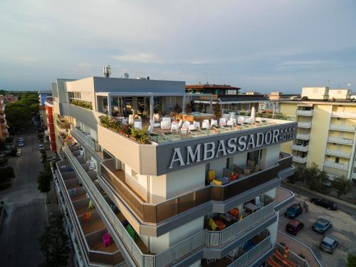 Hotel Ambassador, 比比翁
