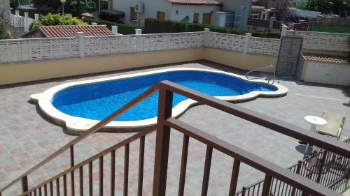 Villa castell reserve online bed and breakfast europa - Piscina montornes ...