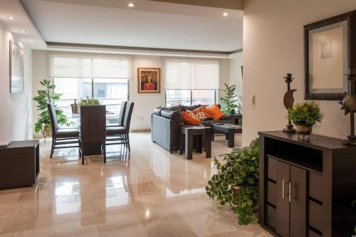 Luxury Apartment with Balcony in La Condesa