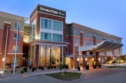 DoubleTree by Hilton West Fargo