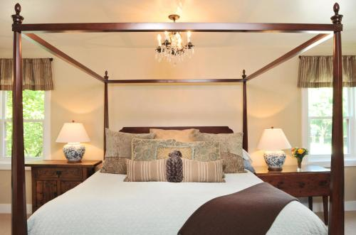 1795 Acorn Inn Bed And Breakfast