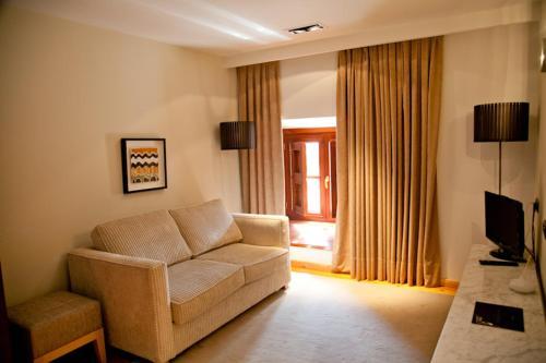 Suite Hospedería Palacio de Allepuz 1