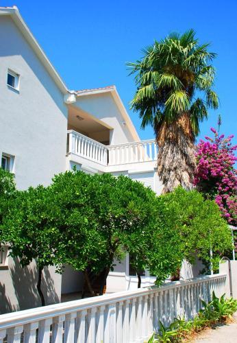Отель Family Villa Apartments 3 звезды Черногория