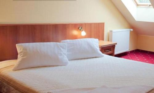 Double or Twin Room - Bed Hotel Jan
