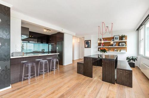 Espresso Apartments - St Kilda penthouse with panoramic Bay and City views