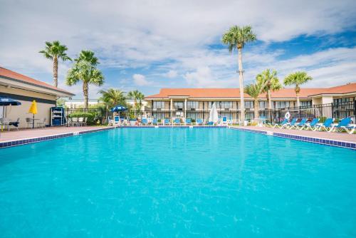 Days Inn & Suites Amelia Island (open Post Irma)