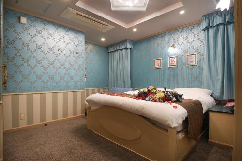 Izumiotsu Chapel Sweet - Adult Only