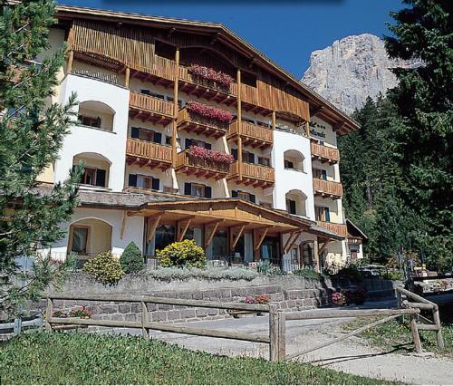 foto Hotel Jolanda (Passo Rolle)