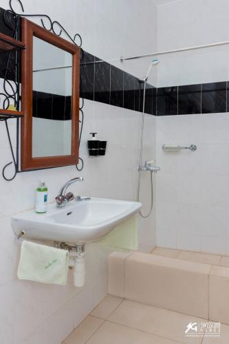 Делукс двойна стая с душ (Deluxe Double Room with Shower)
