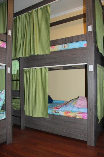 女生宿舍(双层床) (Bunk Bed in Female Dormitory Room)