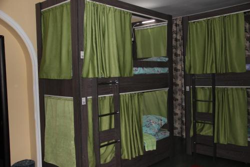 男生宿舍(双层床) (Bunk Bed in Male Dormitory Room)