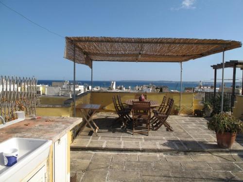 Best Price on Meravigliosa abitazione con terrazza vista mare in ...