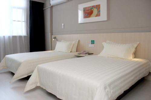 Doppelzimmer mit Zwei Doppelbetten (Double Room with Two Double Beds)