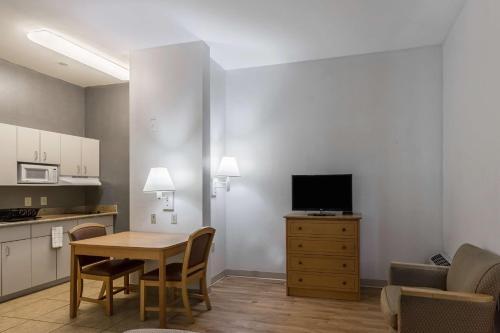 HotelStudio 6 Lafayette