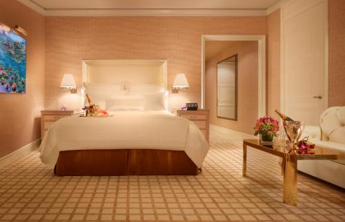 Deluxe City View Room (with MOP 1,000nett Dining credit & Free Upgrade to One Bedroom Suite)