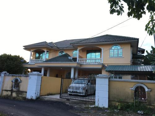 Bayu Holiday Home