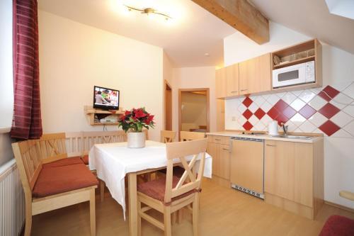 Appartementhaus Hochegg - Apartment mit 1 Schlafzimmer (2 Erwachsene + 1 Kind)