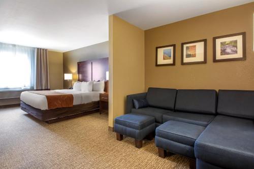Comfort Suites Johnson Creek Hotel Watertown