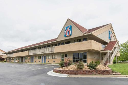 Motel 6 Overland Park