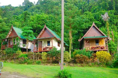 TP Hut Bungalows
