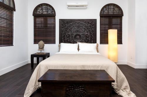 zenmotel inn miami. Black Bedroom Furniture Sets. Home Design Ideas